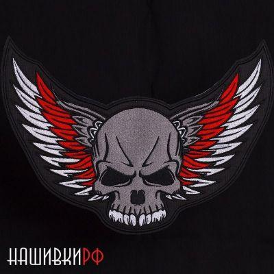Нашивка на спину с черепом и крыльями