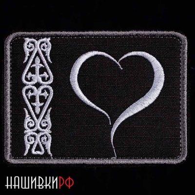 Нашивка на липучке сердце с орнаментом